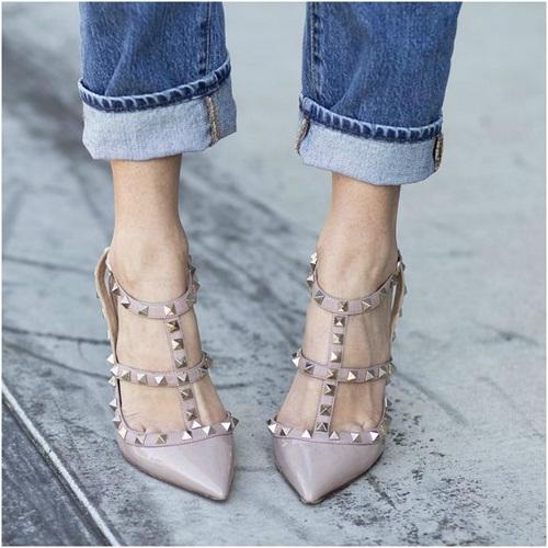 626da8b586 Tα παπούτσια τύπου Valentino. Τα βρίσκετε εδώ