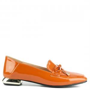 Πορτοκαλί loafer με μεταλλικό τακούνι