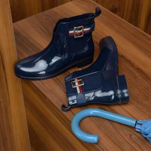 chic γαλότσες blue vernis Tommy style