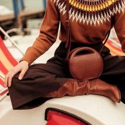 Στρογγυλή τσάντα με χερούλια
